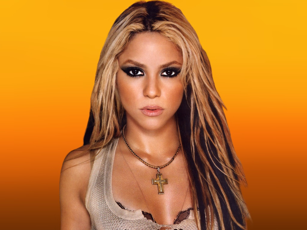 Shakira Gives  Euros For Charity Yalla