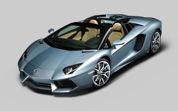 2013-Lamborghini-Aventador-LP-700-4-Roadster-front-three-quarter-top-down