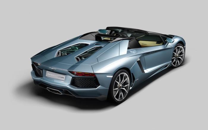 2013-Lamborghini-Aventador-LP-700-4-Roadster-rear-three-quarter-top-down