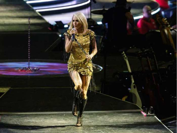 carrie-underwood-performs-during-the-storyteller-tour-stori4