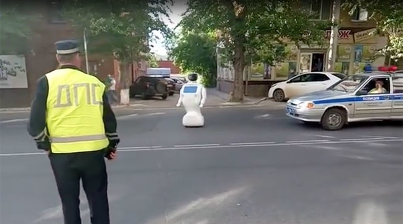1466088587-robot