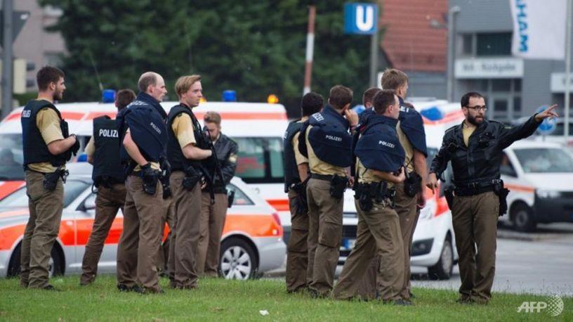 german-police-gather