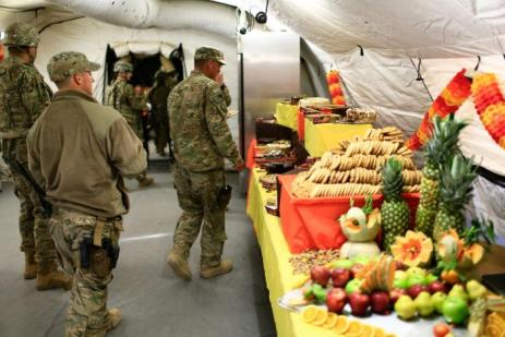 U.S. soldiers enjoy Thanksgiving lunch inside the U.S. army base in Qayyara, south of Mosul, Iraq November 24, 2016. REUTERS/Thaier Al-Sudani